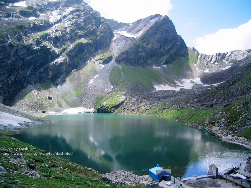 hemkund lake uttarakhand