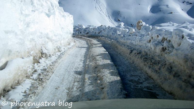 khardungla pass snow