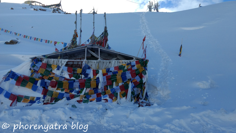 khardungla top prayer flags