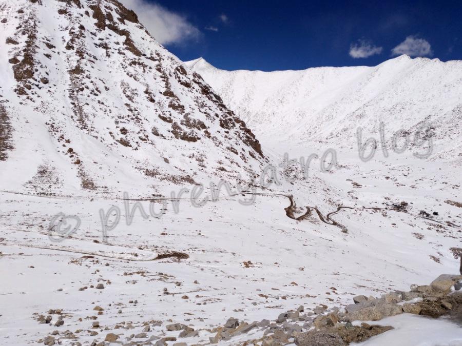winding roads at ChangLa Pass