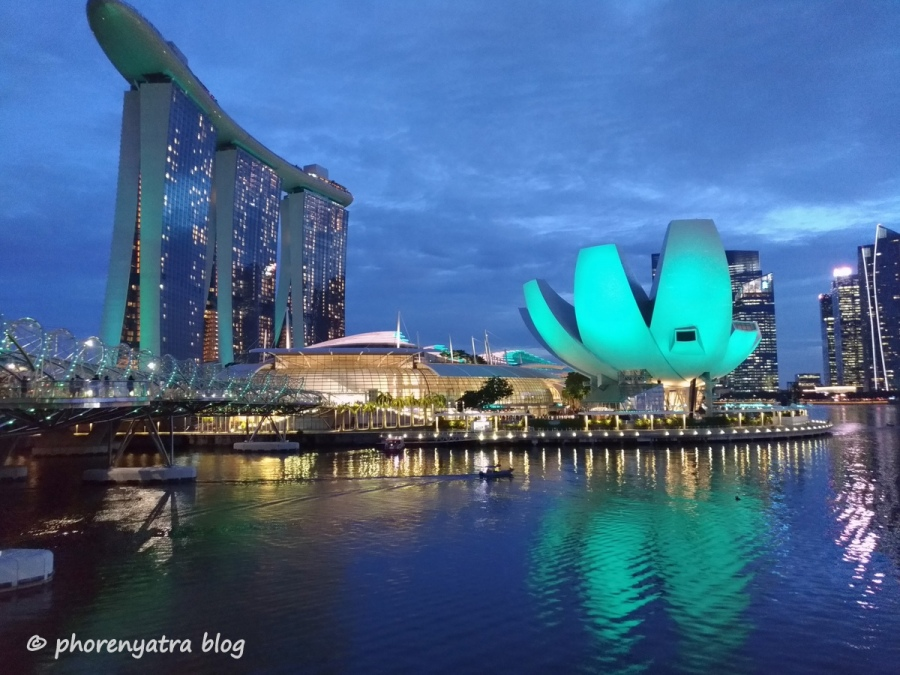 mbs and artscience museum night view