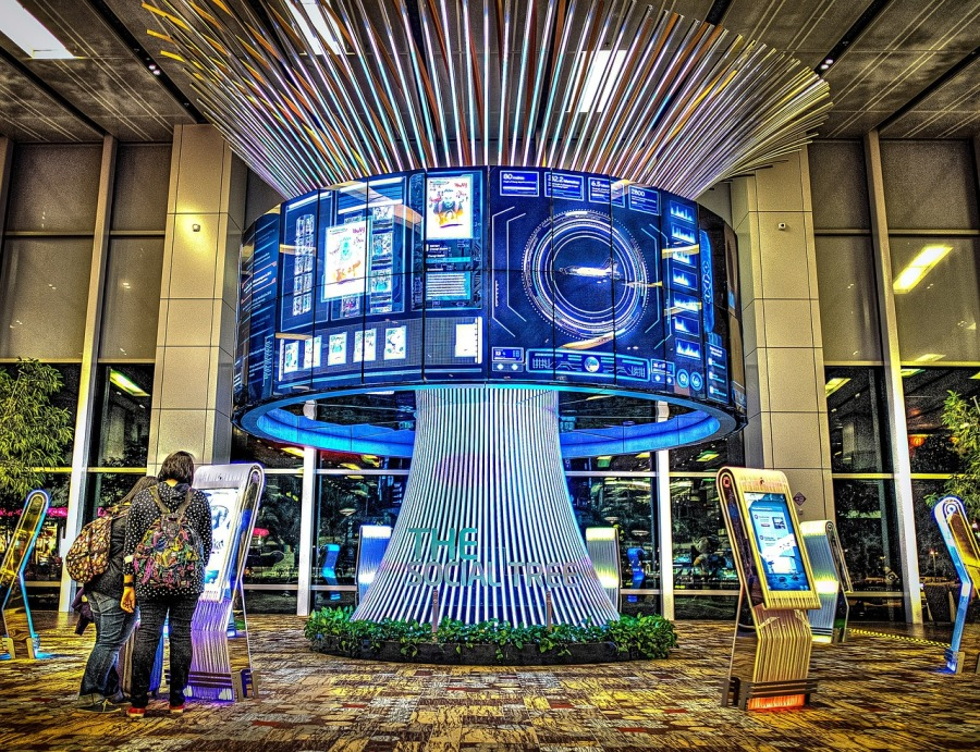 singapore airport clock
